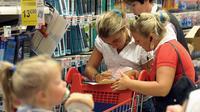 Les mères au foyer mériteraient 6 400 euros par mois selon une étude