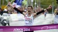 Christelle Daunay franchissant la ligne d'arrivée du marathon, à Zurich (Suisse) le 16 août 2014 [Frank Fife / AFP]