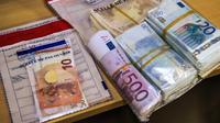 Près de 130.000 euros en espèce ont été retrouvés lors des perquisitions.