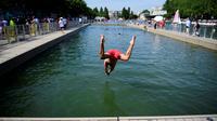 Près de 57 000 personnes se sont jetées à l'eau, profitant de cette installation éphémère installée pour l'été quai de la Loire, le long du bassin de la Villette.