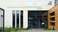 La première audience avait eu lieu le 24 juin 2017. Le tribunal aux pieds des pistes de l'aéroport de Roissy doit ouvrir officiellement le 26 octobre 2017.