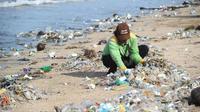 Une plage jonchée de déchets plastiques, en Indonésie, le 19 décembre 2017.