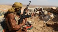 Un combattant rebelle syrien, dans la région d'Al-Eis, près de la province d'Idleb, le 7 octobre 2018. Les insurgés ont commencé à retirer leurs armes lourdes d'une future zone démilitarisée. [OMAR HAJ KADOUR / AFP]