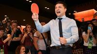 L'acteur comique ukrainien Volodymyr Zelensky, en bonne position pour accéder à la présidence en Ukraine, le 31 mars dans son QG électoral à Kiev [Genya SAVILOV / AFP]