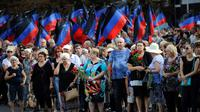 Des dizaines de milliers de personnes se sont recueillies le 2 septembre 2018 sur le cercueil du principal dirigeant séparatiste prorusse de l'est de l'Ukraine Alexander Zakhartchenko, tué dans un attentat. [ALEKSEY FILIPPOV / AFP]