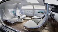 Le concept car F 015 est conçu comme un véritable espace de vie mobile.