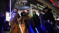 """Des spectateurs du film """"Star Wars"""", le 16 décembre 2015 à Paris [Eric FEFERBERG / AFP/Archives]"""