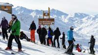 Des skieurs à Méribel dans les Alpes, le 2 février 2016 [PHILIPPE DESMAZES / AFP]