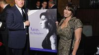 Les parents de Amy Winehouse, le 11 avril 2012 à New York, le jour du lancement d'une fondation en souvenir de leur fille [Michael Loccisano / Getty Images/AFP/Arichives]
