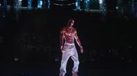 Un hologramme du rappeur américain Tupac projeté sur la scène du festival de musique de Coachella, en Californie