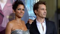L'actrice américaine Halle Berry et son compagnon Olvier Martinez, le 24 octobre 2012 à Hollywood en Californie [Kevin Winter / Getty Images/AFP/Archives]