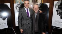 L'acteur Daniel Day-Lewis et le réalisateur Steven Spielberg posent pour une avant-première de Lincoln, le 14 novembre 2012 à New York [Neilson Barnard / Getty Images/AFP/Archives]