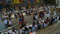 Des personnes font la queue pour voter à Cali, lors  des élections législatives en Colombier le 11 mars 2018 [Luis ROBAYO / AFP]