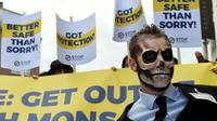 """Des militants de """"Stop Glyphosate"""" manifestent à Bruelles, le 25 octobre 207 [JOHN THYS / AFP]"""