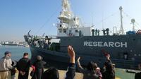 Un bateau quitte le port japonais de Shimonoseki pour une campagne de chasse à la baleine dans l'Antarctique, le 1er décembre 2015 [JIJI PRESS / JIJI PRESS/AFP/Archives]