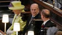 Le prince Philip (c) aux côtés de la reine Elizabeth II lors du mariage du prince Harry et de Meghan Markle, le 19 mai 2018 à la Chapelle St George à Windsor [Owen Humphreys / POOL/AFP/Archives]