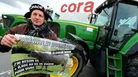 Les agriculteurs, à bout, multliplient les actions, notamment aux abords des zones d'activités commerciales. Photo prise à Reims, le 11 février 2016 [FRANCOIS NASCIMBENI / AFP]