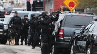 Des membres du groupe Swat de Boston prennent position lors de la traque de Djokhar Tsarnaev, le 19 avril 2013 à Watertown