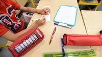 Le CP et le lycée moins chers mais le collège plus coûteux: le budget alloué par les familles pour la rentrée 2019 sera globalement en stagnation, selon une enquête de la Confédération syndicale des familles (CSF). [MEHDI FEDOUACH / AFP/Archives]