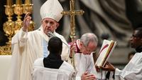 Le pape bénit les fidèles lors de la messe du nouvel an à la basilique Saint Pierre, le 1er janvier 2020 [Andreas SOLARO / AFP]
