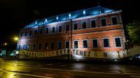Une bannière hostile à l'accord de libre-échange UE/Canada Ceta, sur la façade du parlement de Wallonie, région francophone de Belgique, le 8 octobre 2016 [NICOLAS LAMBERT / Belga/AFP]