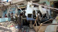 Un bus détruit par une frappe attribuée à la coalition militaire dirigée par les Saoudiens, le 10 août 2018 à Dahyan, au Yémen [STRINGER / AFP]