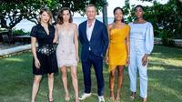 Les membres de la distribution du film, Léa Seydoux, Ana de Armas, Daniel Craig, Naomie Harris et Lashana Lynch, à Montego Bay, en Jamaïque, le 25 avril dernier.