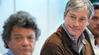 Jean-Louis Borloo et son successeur à la tête du parti radical Laurent Hénart le 24 août 2011 à Saint-Avold (Moselle) [Frédérick Florin / AFP/Archives]