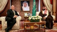 Le secrétaire d'Etat américain Mike Pompeo aux côtés du prince héritier Mohammed ben Salmane, à Jeddah, en Arabie Saoudite, le 24 juin 2019 [Jacquelyn Martin / POOL/AFP/Archives]