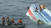 Photo publiée le 8 juin 2009 montrant des débris de l'avion récupérés après le crash du Rio Paris dans l'Atlantique  [HO / BRAZILIAN NAVY/AFP/Archives]