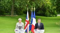 Theresa May (G) et Emmanuel Macron, le 13 juin 2017 à l'Elysée [CHRISTOPHE ARCHAMBAULT / AFP]