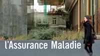 Une femme passe devant un bâtiment de l'Assurance maladie à Lille [Philippe Huguen / AFP/Archives]