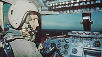 André Turcat, le 1er juin 1969 dans le cockpit du premier Concorde [STF / AFP/Archives]