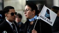 Des employés d'Aigle Azur manifestent devant le ministère des Transports lundi 9 septembre 2019 à Paris [STEPHANE DE SAKUTIN / AFP]