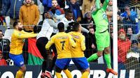 Le gardien d'Epinal Jérome Idir capte la balle lors du 16e de finale de Coupe de France face à la Saint-Pierroise, le 18 janvier 2020 à Epinal [JEAN-CHRISTOPHE VERHAEGEN / AFP]