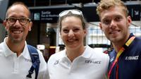 Les médaillés français aux Mondiaux d'athlétisme Yohann Diniz (g), Melina Robert-Michon et Kevin Mayer à leur arrivée à la Gare du Nord, le 14 août 2017 [JACQUES DEMARTHON / AFP]
