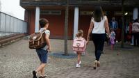 Après deux mois de vacances, 12,4 millions d'écoliers, collégiens et lycéens entament lundi dans la joie ou le stress une nouvelle année scolaire, marquée par la réforme des lycées et l'abandon des séries (L, ES et S) [CHARLY TRIBALLEAU / AFP/Archives]