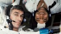 A droite sur ce document de la NASA du 17 décembre 1972, les astronautes Eugene Cernan et Ronald Evans [Harrison H. SCHMITT / NASA/AFP/Archives]