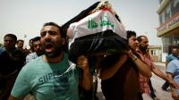 Des hommes portent un cerceuil à Najaf, en Irak, le 3 juillet 2016 [Haidar HAMDANI / AFP]