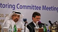 Le ministre saoudien de l'énergie Khaled al-Faleh et son homlogue russe Alexander Novak lors d'une réunion à Djeddah, en Arabie Saoudite, le 20 avril 2018 [Amer HILABI / AFP]