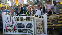 Des chauffeurs de taxis de Barcelone protestent contre la «concurrrence déloyale» des services VTC et Uber, le 16 mars 2017 dans la capitale catalane [Josep LAGO / AFP/Archives]