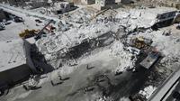 Des immeubles effondrés après l'explosion d'un dépôt d'armes dans une zone résidentielle de Sarmada, dans la province d'Idleb, le 12 août 2018 en Syrie [OMAR HAJ KADOUR / AFP]