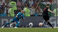 Le milieu de terrain Ivan Rakitic décisif aux tirs au but lors de la qualification de la Croatie en demi finale du Mondial le 7 juillet 2018 [Adrian DENNIS / AFP]
