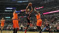 Derrick Rose (c) des Chicago Bulls lors du match contre les New York Knicks, le 31 octobre 2013 à Chicago [Jonathan Daniel / Getty Images/AFP]