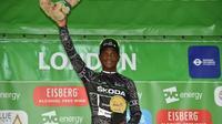 Le coureur Sud-africain Nic Dlamini le 9 septembre 2018 sur le podium après la dernière étape du Tour de Grand Bretagne à Londres (ARCHIVES) [Glyn KIRK / AFP/Archives]