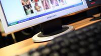 Des images pornographiques floutées sur un écran d'ordinateur [Thomas Coex / AFP/Archives]