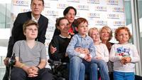 Le chanteur Marc Lavoine (à gauche) aux côtés de la président du Téléthon Laurence Tiennot-Herment et de la présentatrice Sophie Davant posent pour le 29ème Téléthon à Paris le 4 novembre 2015 [FRANCOIS GUILLOT / AFP/Archives]