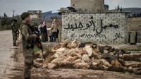 Des rebelles syriens soutenus par la Turquie à un checkpoint dans la ville syrienne de Azaz sur la route menant à Afrine (nord-ouest de la Syrie), le 27 janvier 2018 [Ozan KOSE / AFP]