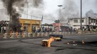 Barrages d'opposants à Cotonou, la capitale économique du Bénin, après des législatives controversées. Le 2 mai 2019 [Yanick Folly / AFP]