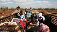 Des civils fuient la ville d'Afrine, dans le nord-ouest de la Syrie, cible d'une offensive turque, le 13 mars 2018 [Nazeer al-Khatib / AFP]